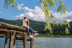 Zaročno-fotografiranje-Podpeško-jezero-parček-nives-brelih-photography
